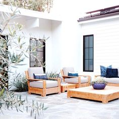 Modern design and decor inspiration for home outdoor spaces, patios, and backyards. Outdoor Lounge, Outdoor Rooms, Outdoor Living, Outdoor Furniture Sets, Outdoor Decor, Indoor Outdoor, Outdoor Seating, Wood Furniture, Outdoor Kitchens