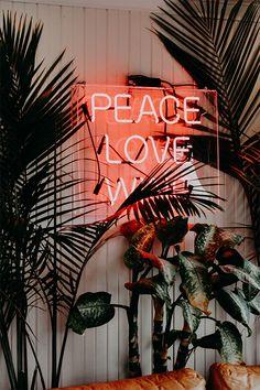 Une belle #deco pour se retrouver et passer un moment privilégié à deux... #amour #love #peace #wanderlust #neon #inspiration