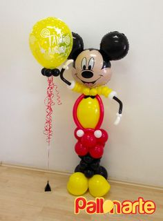 Mickey Mouse at your service! Sweet balloon decoration for you kids' birthday.