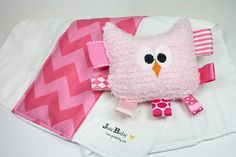 Pink Chevron Rattle Teether and Cloth Diaper Burp Cloth Gift Set, Tag Toy, Girl's Plush Owl Baby Toy and Nursery Decor by JuteBaby op Etsy, 24,15€
