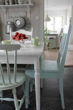 Different dining chairs; because none of your guests are identical. Cozy Kitchen, Country Kitchen, Kitchen Decor, Kitchen Dining, Country Farmhouse, Cottage Living, Cottage Style, Living Room Chairs, Dining Chairs