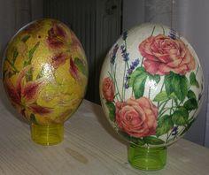 Uova di struzzo con decori floreali