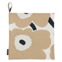 The classic Pieni Unikko pattern decorates this pot holder, which is made of cotton and has a soft polyester filling.Unikko (poppy) was designed in 1964 after Armi Ratia, Marimekko´s founder, had announced that Marimekko would never print a flow Marimekko, Norway Design, Poppy Pattern, Dark Blue Color, White Beige, New Print, Flower Patterns, Pot Holders, Designer