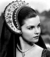 Genevieve Bujold as Queen Anne Boleyn in the Anne Of The Thousand Days movie. Best movie on Anne Boleyn ever. Period Piece Movies, British Costume, Tudor Fashion, Tudor History, British History, Uk History, Catherine Of Aragon, Tudor Era, Movie Costumes