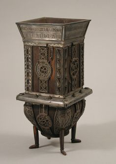 Dunvegan Cup Date: early century (original dated century) Culture: Irish Medium: Wood, silver Clan Macleod, Celtic Art, Objet D'art, Wood Cabinets, Art Pictures, Metal Working, Art Decor, Medieval, Irish