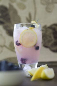 ½ cup blueberries 2 lemons 24 oz. lemonade Click HERE for the how to