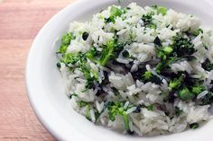 Arroz com brócolis Chef Taico, Rice Recipes, Healthy Recipes, Yakisoba, Baked Rice, Rice Balls, Risotto, Potato Salad, Cabbage