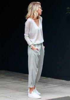 09780026b420 a calça de moletom é super estilosa e cool Grey Pants Outfit