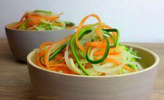 Nudeln aus Gemüse herstellen So gelingen sie ganz einfach. Gemüse soll täglich aufunserem Speiseplan stehen und damit es nicht langweilig wird, könntihr es zu leckeren Gemüsenudeln&nbsp…