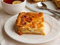 Если вы любите яблочные пироги, попробуйте испечь Цветаевский пирог с хрустящей корочкой и нежной кремовой начинкой. Для пирога лучше выбирать яблоки кислых сортов.
