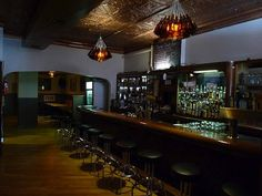 Chicago's 9 best dive bars, to the face