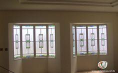 vitral residencial, vidros coloridos como detalhes da janela