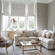 neutral-living-room-with-pink-and-copper-accessories