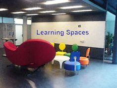 20 Things Educators should know about Learning Spaces - learning-spaces-and-classroom Having spaces like this throughout a school creates a setting where students can come together to discuss lessons and not be confined to desks! Classroom Layout, Classroom Design, Classroom Organization, Classroom Decor, Learning Spaces, Learning Environments, Learning Centers, 21st Century Classroom, 21st Century Learning