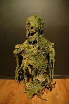 Moss Skeleton - looks like he just rose from the swamp Halloween Props Voodoo Halloween, Halloween Crafts, Halloween Graveyard, Voodoo Party, Halloween Poems, Pirate Halloween, Halloween Projects, Diy Halloween Decorations, Halloween Design