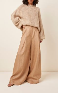 Cut with a flattering wide leg, Brunello Cucinelli's pants are cut from a lightweight linen blend. This high-waisted pair falls into a wide-leg hem. Style yours with the matching knit sweater from the collection for a complete monochromatic look. Chic Outfits, Fashion Outfits, Fashion Pants, Vogue Covers, Fuchsia, Chiffon, Brunello Cucinelli, Fashion 2020, Korea Style Fashion