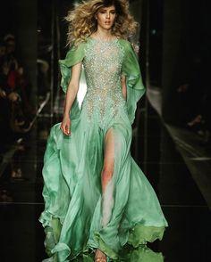 Green passion #Altaroma #ss #2017 #altamoda #Ranizakhem #glamour #bright #couturier #atelier #luxe #love #green #pantone2017 #HauteCoutureCollezioni @altaroma @ranizakhem  via COLLEZIONI MAGAZINE OFFICIAL INSTAGRAM - Celebrity  Fashion  Haute Couture  Advertising  Culture  Beauty  Editorial Photography  Magazine Covers  Supermodels  Runway Models