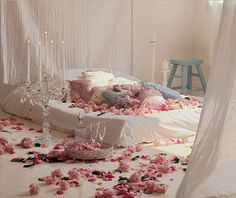 Romantic Bedroom decoration ideas for Wedding Night is one of the most attractive function. In Wedding Night Romantic Bedroom decorating id. Romantic Bedroom Design, Romantic Master Bedroom, Beautiful Bedrooms, Romantic Room, Romantic Bedrooms, Romantic Evening, White Bedroom, Romantic Honeymoon, Romantic Ideas