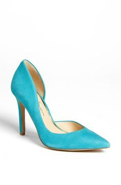 Love this color. Would look so cute with boyfriend jeans and a blazer.