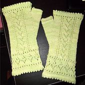Ravelry: Betsyanna Mitts pattern by Paula McKeever free pattern ... fingering wgt ... 165 - 180 yards
