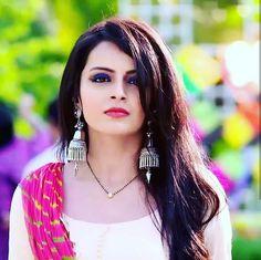 Shrenu Parikh About: Shrenu Parikh was born on Saturday, 11 November 1989 (age 30 years; Indian Tv Actress, Beautiful Indian Actress, Beautiful Actresses, Indian Actresses, Indian Wedding Couple Photography, Girl Photography, Shrenu Parikh, Gold Mangalsutra Designs, Cute Celebrities