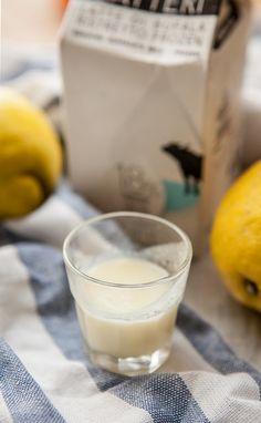 E sempre a proposito di limoni, la crema di limoncello. Che - se non trovate quello di bufala - potete anche preparare con latte vaccino.