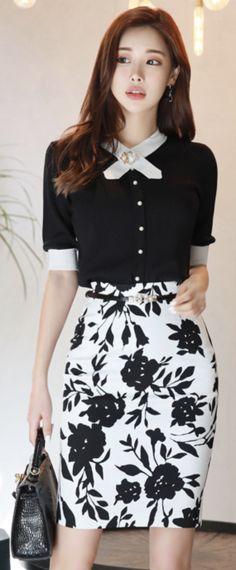StyleOnme_Monocolor Floral Print H-Line Skirt #black #white #floral #pencilskirt #feminine #koreanfashion #kstyle #kfashion #springtrend #dailylook