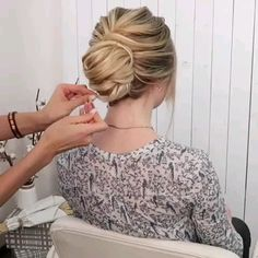 Beautiful Hairstyle Tutorial – Haare/ Styling, You can collect images you discovered organize them, add your own ideas to your collections and share with other people. Vintage Hairstyles, Braided Hairstyles, Hairstyle Tutorial, Hair Upstyles, Long Red Hair, Long Hair Video, Princess Hairstyles, Hair Blog, Grunge Hair