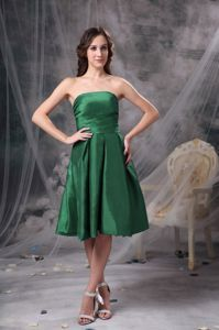New Arrival Knee-length Strapless Green Dresses for Bridesmaid