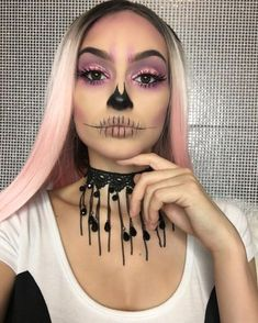 Are you looking for inspiration for your Halloween make-up? Check this out for cute Halloween makeup looks. Creative Makeup, Simple Makeup, Glam Makeup Look, Makeup Style, Halloween Makeup Looks, Halloween Skull Makeup, Halloween Makeup Vampire, Fx Makeup, Makeup Geek
