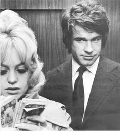 Goldie Hawn and Warren Beatty. I might actually get his haircut, I think it could suit me. 1970s Movies, Old Movies, Warren Beatty, Splendour In The Grass, Goldie Hawn, Old Movie Stars, She Movie, Music Icon, Celebs