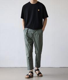 Korean Fashion Men, Mens Fashion, Trendy Outfits, Fashion Outfits, Minimal Fashion, Mens Clothing Styles, Look Fashion, Streetwear Fashion, Aesthetic Clothes