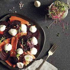 Ensalada tibia de betarraga y mozzarella Empanadas, Mozzarella, Beef, Food, Gastronomia, Recipes, Meat, Meals, Ox