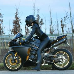 Motorcycles, bikers and more: Fotos Motorbike Girl, Motorcycle Style, Biker Chick, Biker Girl, Super Bikes, Motorbikes Women, Dirt Bike Girl, Yamaha R1, Yamaha Motor