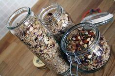 Morgendrys Muesli, Granola, Danish Food, Lchf, Food Inspiration, Meal Prep, Healthy Snacks, Mason Jars, Chips