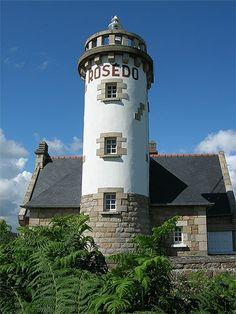 Manche - Phare de Rosédo au sud ouest sur l'île de Bréhat Nord (Côtes d'Armor) - Coordonnées 48°51′27″N / 3°00′12″O - Feux : blanc à 1 éclat 5 s