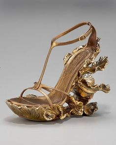 Another McQueen shoe. This looks like something that the Greco-Roman gods would have worn in an illustration or something, no?