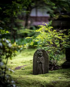 Engaku-ji, Kamakura, Japan |   Read the eBook about the temple and its garden here:  http://www.japanesegardens.jp/gardens/secret/000024.php