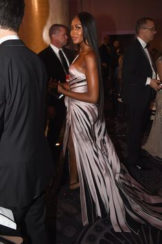 Inside the Golden Globes: Naomi Campbell in Atelier Versace