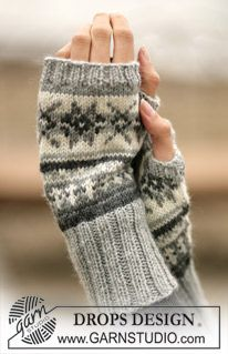 Stjerneskog / DROPS - Free knitting patterns by DROPS Design, DROPS - wrist warmers with Norwegian pattern - free oppskrift by DROPS Design. Crochet Mittens, Mittens Pattern, Crochet Gloves, Knitting Socks, Crochet Pattern, Knit Crochet, Free Pattern, Crochet Granny, Knit Cowl