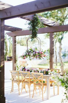 French Inspired Hill Country Wedding : Garden Grove : Al Gawlik Photography : Pink Parasol Designs and Coordinating : The Flower Girl TX : Bee Lavish Vintage Rentals : Whim Event Rentals Wedding Reception Tables, Wedding Table Settings, Wedding Sets, Floral Wedding, Wedding Flowers, Dream Wedding, Texas, Event Venues, Pink