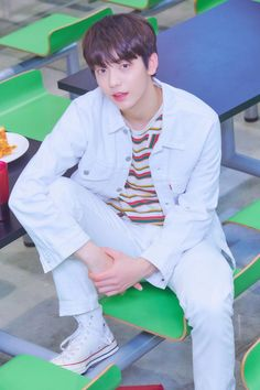 TXT made their debut on March 2019 with the song Crown from their debut EP titled The Dream Chapter: Star. See the concept photos of the TXT members in HD/HR below! K Pop, Kai, It Icons, 4 Mars, Rapper, Foto Jimin, Steve Aoki, Debut Album, South Korean Boy Band