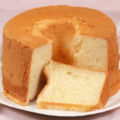 Chiffon Cake Recipe- Chiffon Cake Recipe Enjoy the moist and fluffy Chiffon Cake along with whipped cream or custard cream! They will go great with this cake. You'll be able to make many different versions so it'll be fun to master this basic recipe. Sponge Cake Recipes, Easy Cake Recipes, Baking Recipes, Sweet Recipes, Dessert Recipes, Dinner Recipes, Healthy Recipes, Recipes With Cake Flour, Japanese Sponge Cake Recipe
