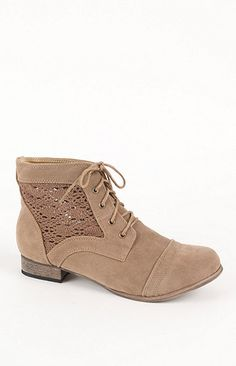 cute detailing on these boots
