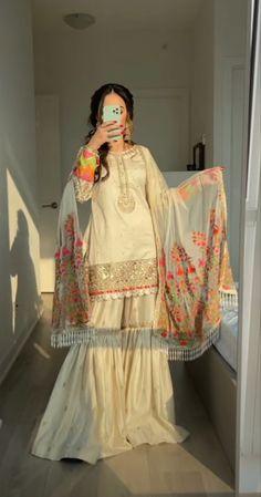 Party Wear Indian Dresses, Asian Bridal Dresses, Pakistani Fashion Party Wear, Pakistani Wedding Outfits, Dress Indian Style, Bridal Outfits, Beautiful Pakistani Dresses, Pakistani Formal Dresses, Pakistani Dress Design