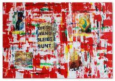 """Der Hamburger Stadtteil Altona ist bunt. Graffitis zieren die Hauswände und an vielen Ecken blättert die Farbe ab. Diese Collage stellt eine Wand dar, die die immer wieder das Bunte durchkommen lässt. An jeder Stelle schimmern verschiedene Farben durch die neueren Farbschichten. Der Versuch, eine einheitliche Farbe zu schaffen und somit klar und geordnet zu sein, scheitert. Der Schriftzug """"diese Wand bleibt bunt"""" unterstützt diese Aussage."""