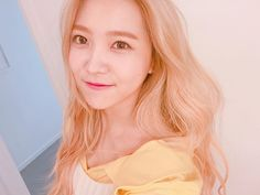 107.7 тыс. отметок «Нравится», 1,818 комментариев — Red Velvet Official Instagram (@redvelvet.smtown) в Instagram: «여기는 노란봄이요옹»
