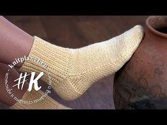 Jednoduchý návod, ako si upliesť krásne ponožky za jeden večer: Žiadne švy, na dvoch ihliciach – najrýchlejšia metóda! Crochet Baby Cocoon, Crochet Mittens, Crochet Slippers, Knitting Socks, Knitting Stitches, Afghan Crochet Patterns, Baby Knitting Patterns, All Free Crochet, Knitting Videos