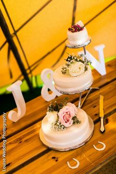 Unusual cake stand - staggered tiers. Love it! | Louise Wedding Photography | professional wedding photographer London