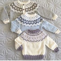 Same, same, but different! Baby Boy Knitting Patterns, Baby Cardigan Knitting Pattern, Knitting For Kids, Knitting Designs, Knit Patterns, Free Knitting, Knit Baby Sweaters, Knitted Baby Clothes, Fair Isle Knitting